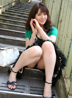 Beautiful young Chinese girlfriends, a..